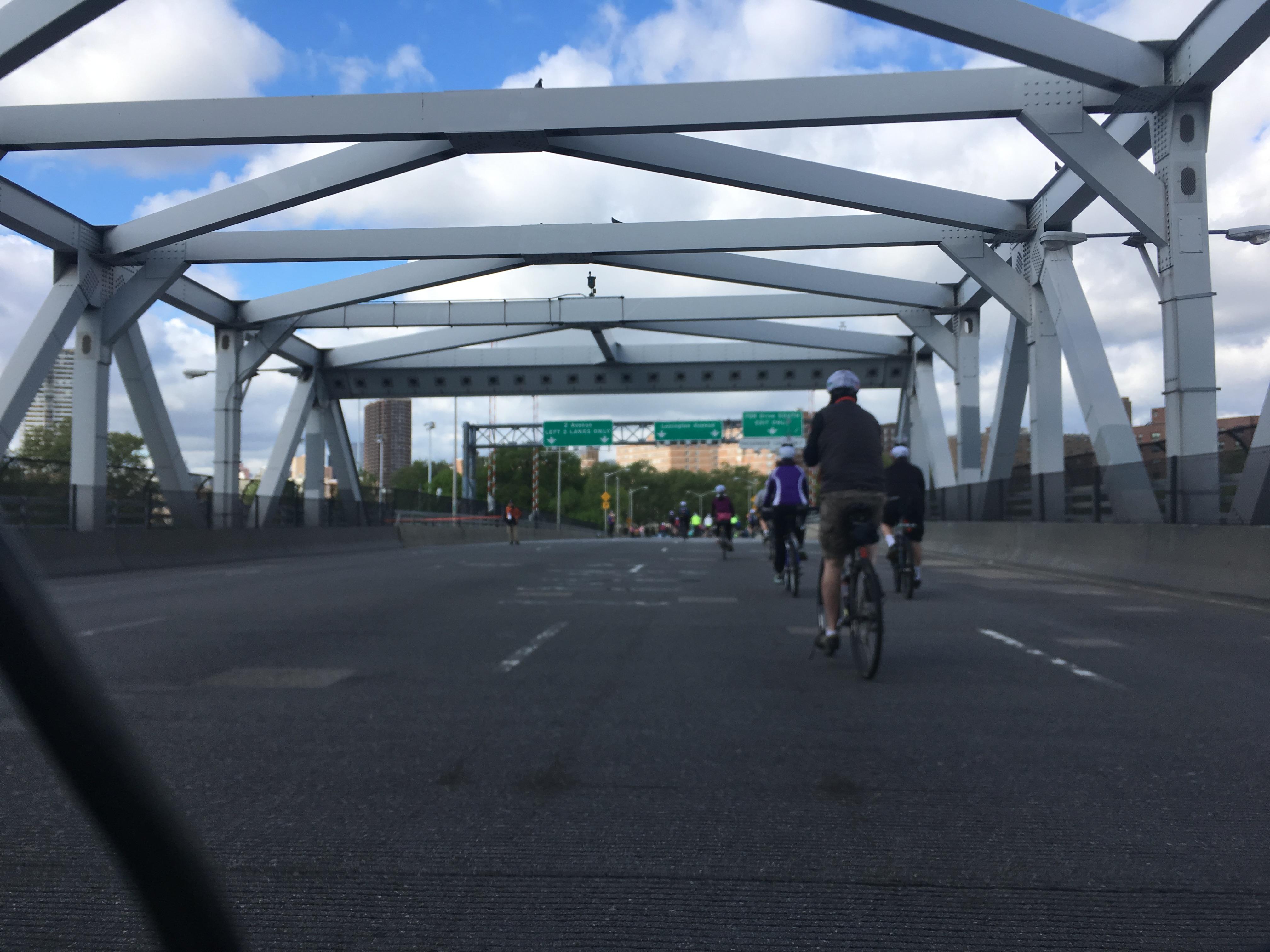 ブロンクスとマンハッタンをつなぐ橋