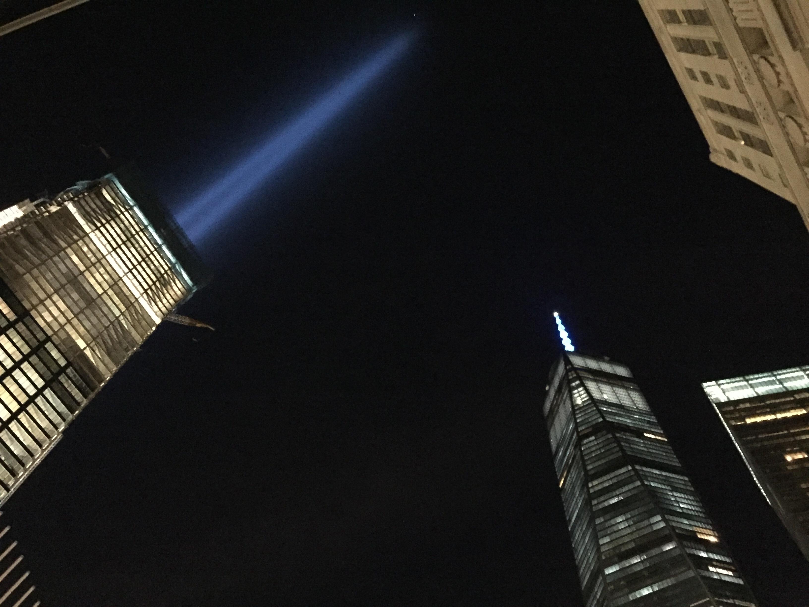 911メモリアルから見たトリビュート・イン・ライトとワンワールドトレードセンター